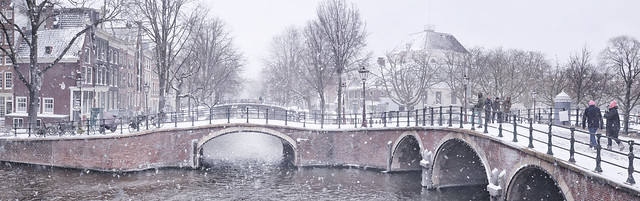 Amsterdam has so many picturesque bridges that contribute to this beautiful winter cityscape