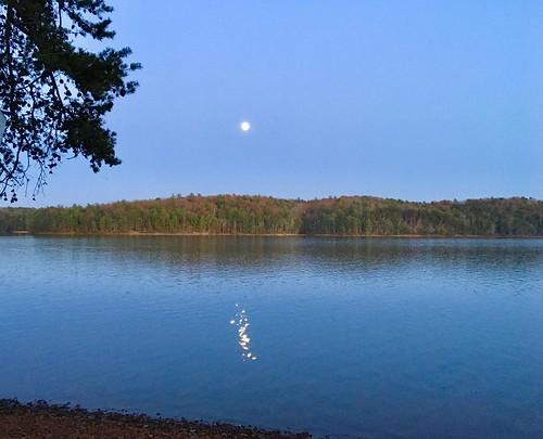 optoutside2020 fairystonestatepark lake views fall autumn