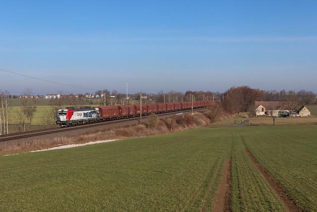 EP Cargo 383 060 mit Kalkzug in Böhla