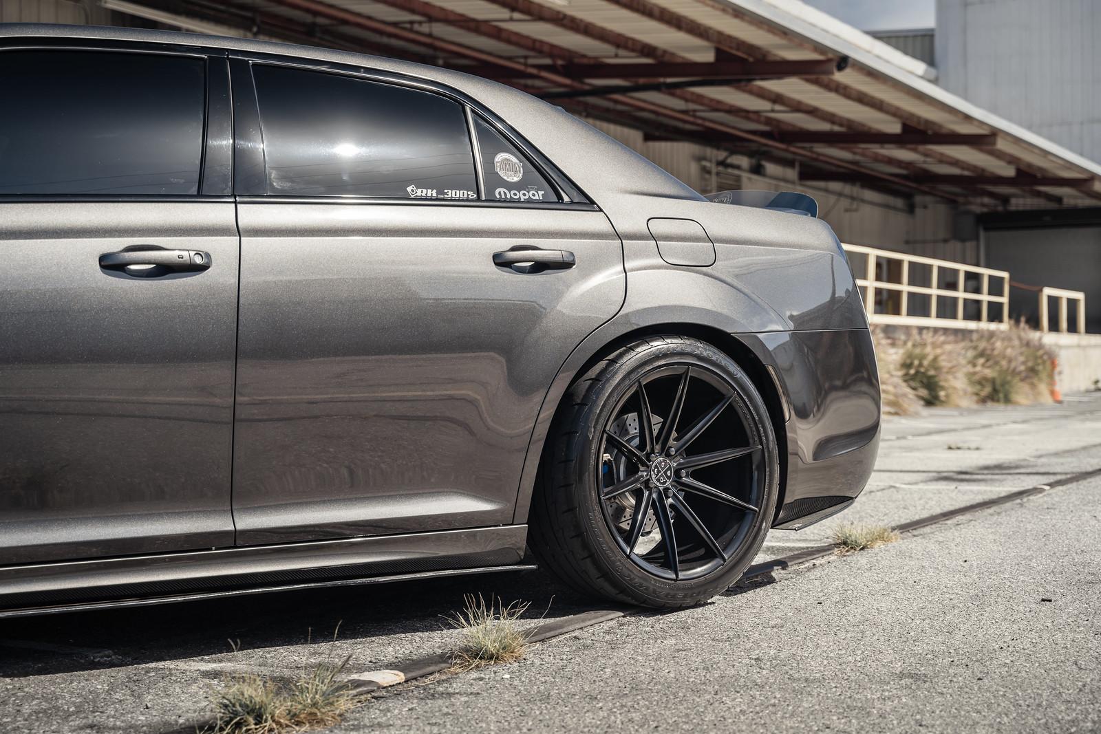 2016_Chrysler_300_S_BD11_Gloss_Black_12