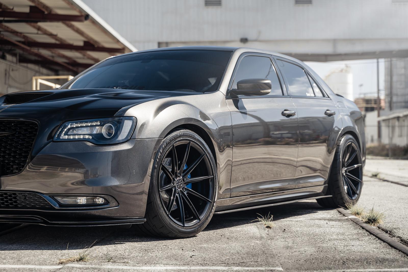 2016_Chrysler_300_S_BD11_Gloss_Black_10