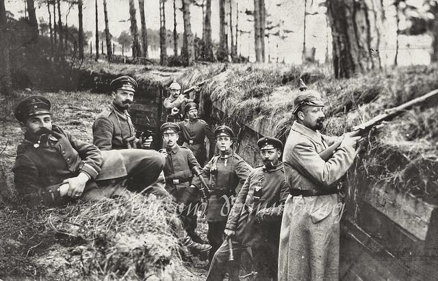 Men of 6. Rheinisches Infanterie-Regt. Nr.68 and 1. Großherzoglich Mecklenburgisches Füsilier-Regt. Kaiser Wilhelm Nr.90 in the trenches