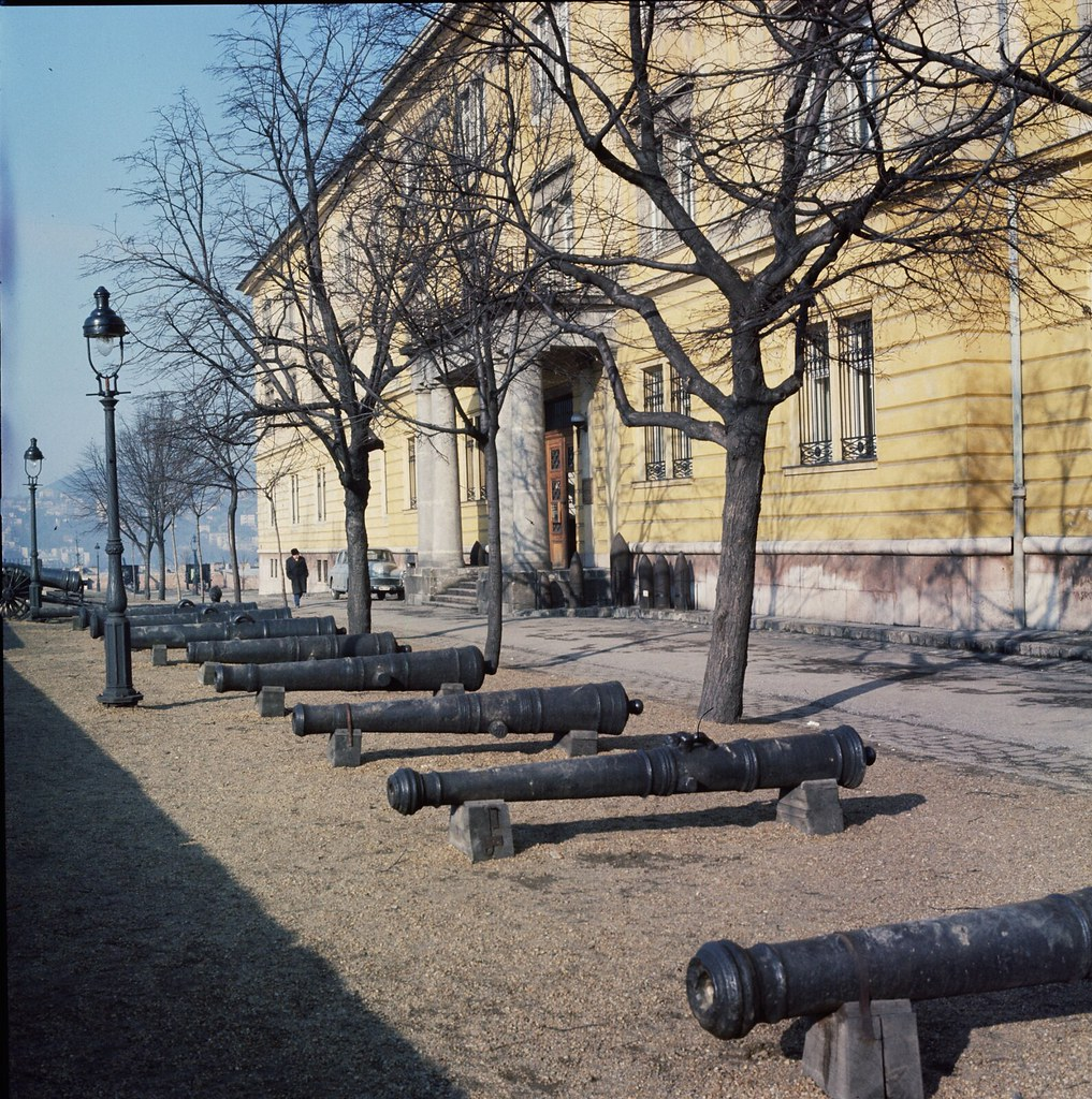 16. Пушки выставлены в музее на Замковой горе в Будапеште