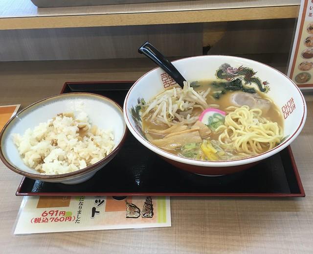 スシベンの味噌ラーメンと竹の子ご飯