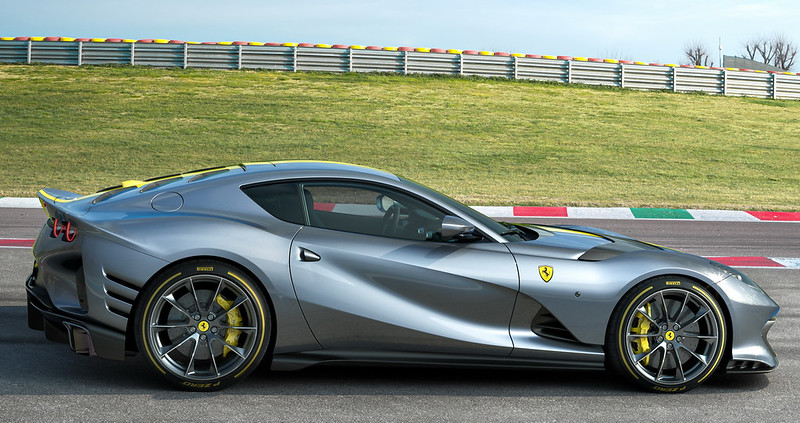 Ferrari812-SV (3)