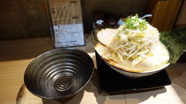 有附空碗可以把菜夾起來@台北熊二拉麵(近捷運永春站)