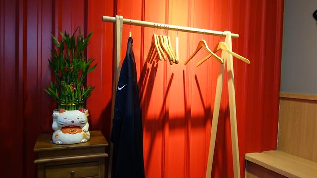 座位不大,不過包包和外套可以放在店裡的衣架區@台北熊二拉麵(近捷運永春站)