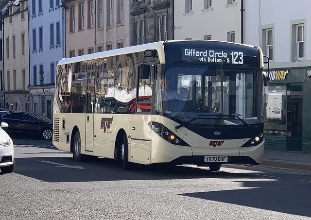 Eve Coaches E26 YX70 OHF (17-04-2021)