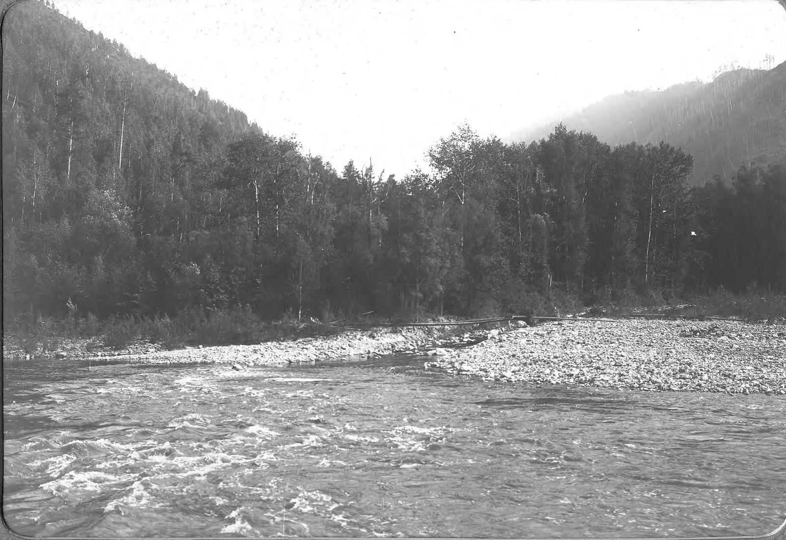 Вид переката «Варнак» на реке Зее