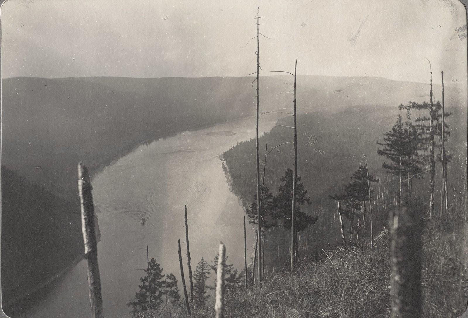 Вид Инорогдинского переката с вершины сопки