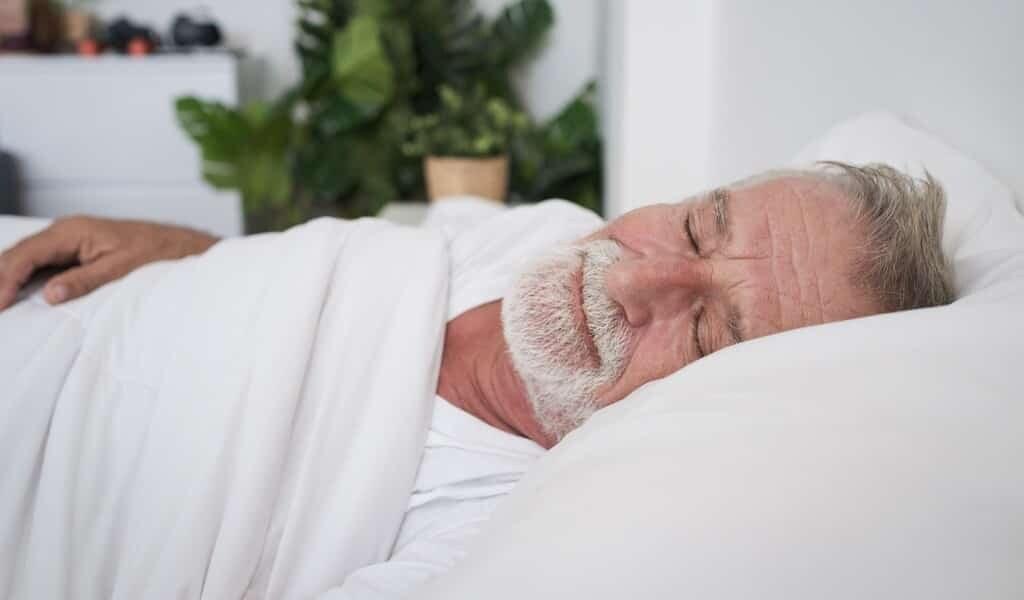 La musique aide les personnes âgées à mieux dormir