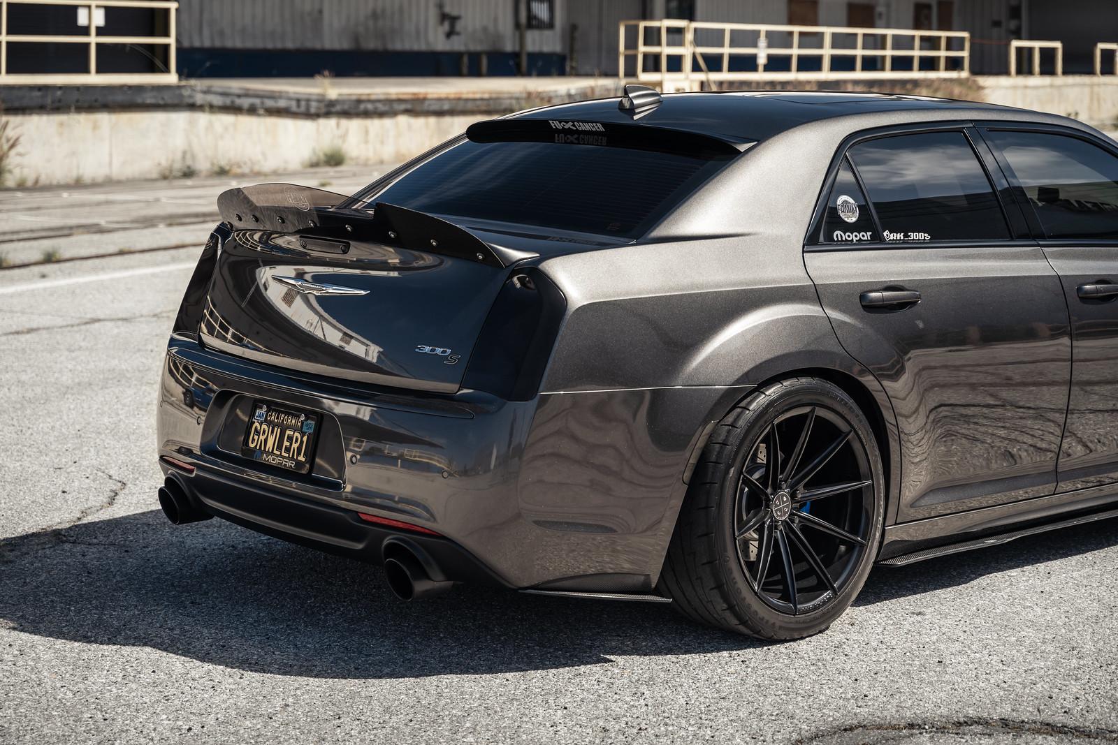 2016_Chrysler_300_S_BD11_Gloss_Black_4