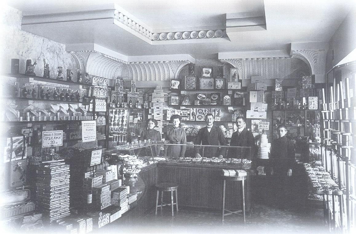 1910. Внутренний вид одного из кондитерских магазинов товарищества «Жорж Борман»
