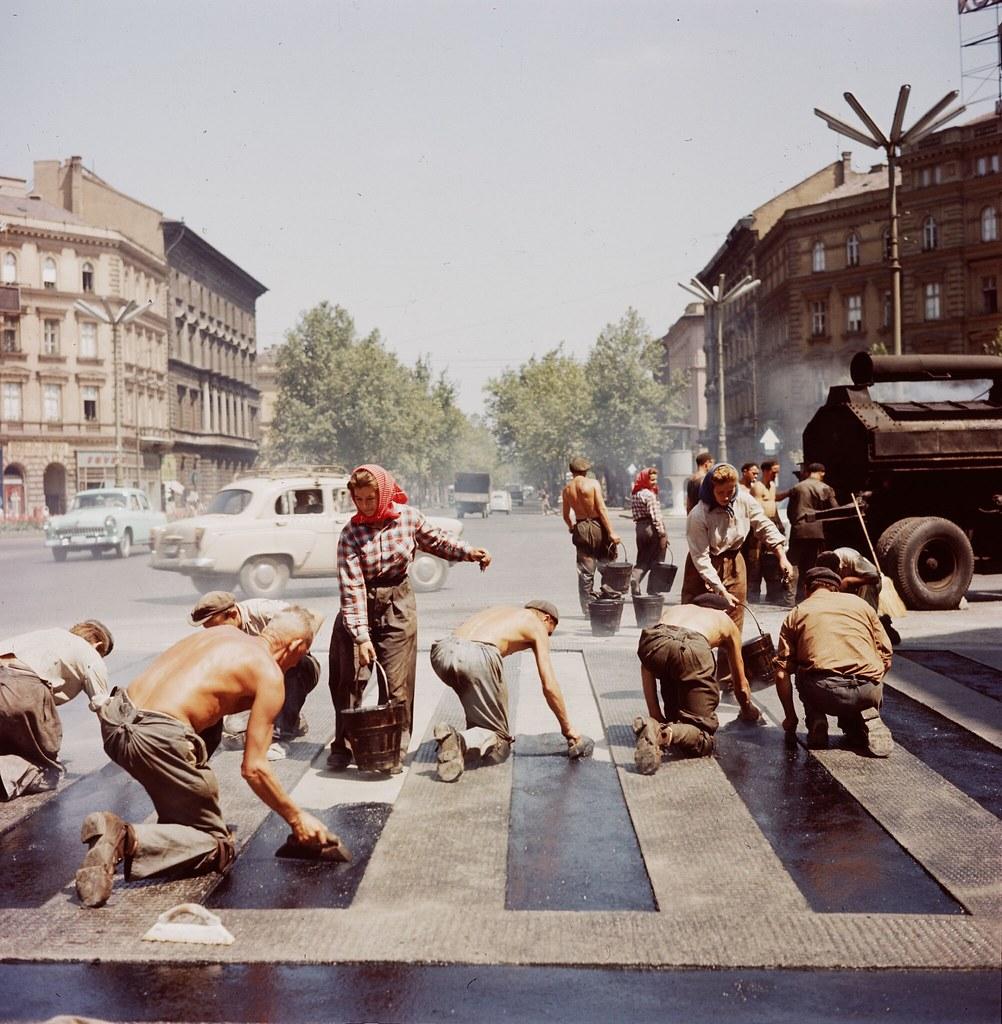 04. Рабочие ремонтируют улицу в Будапеште