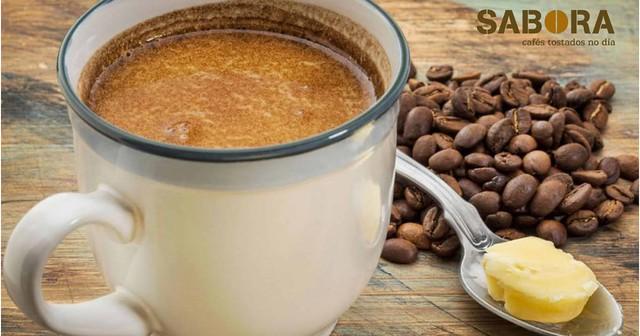 Café + aceite de coco + mantequilla de pasto