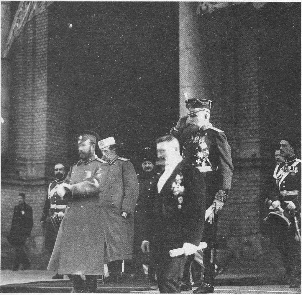 1913. Император Николай II на крыльце Народного дома