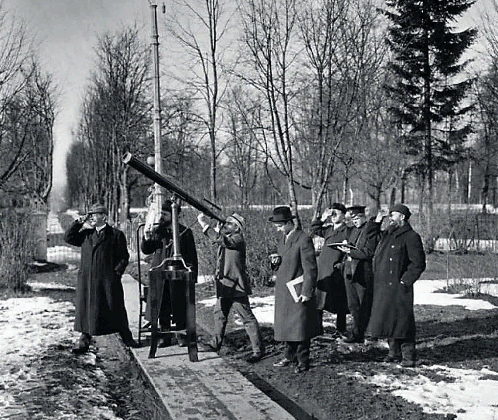 1912. Солнечное затмение. Оскар Баклунд и его сотрудники из Пулковской обсерватории наблюдают солнечное затмение