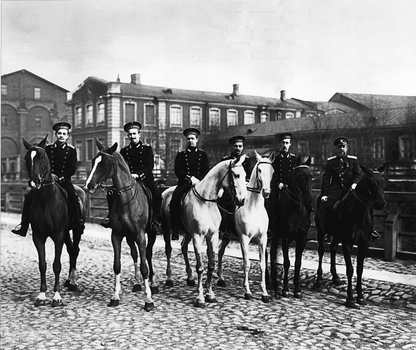 1900-е. Гардемарины и офицер на занятиях верховой ездой