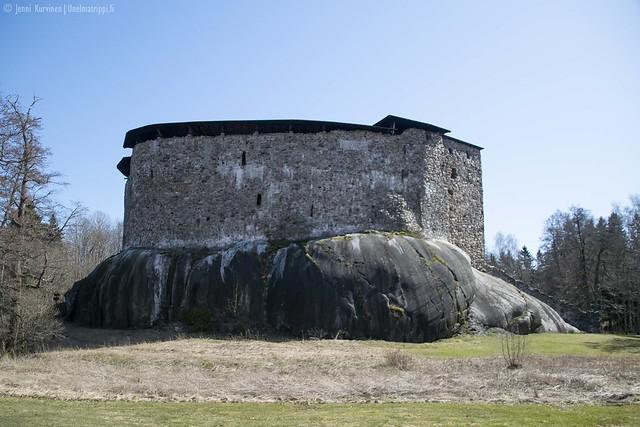 Raaseporin linna seisoo sileän kallion päällä