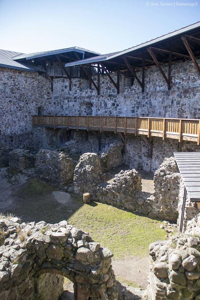 Raaseporin-linnan sisäpihaa