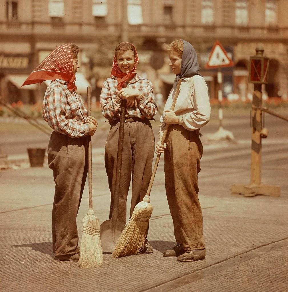 01. Уборка городов в Венгрии выполняются почти исключительно женщинами