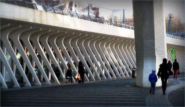 Devant la gare des Guillemins, Liège, Belgique