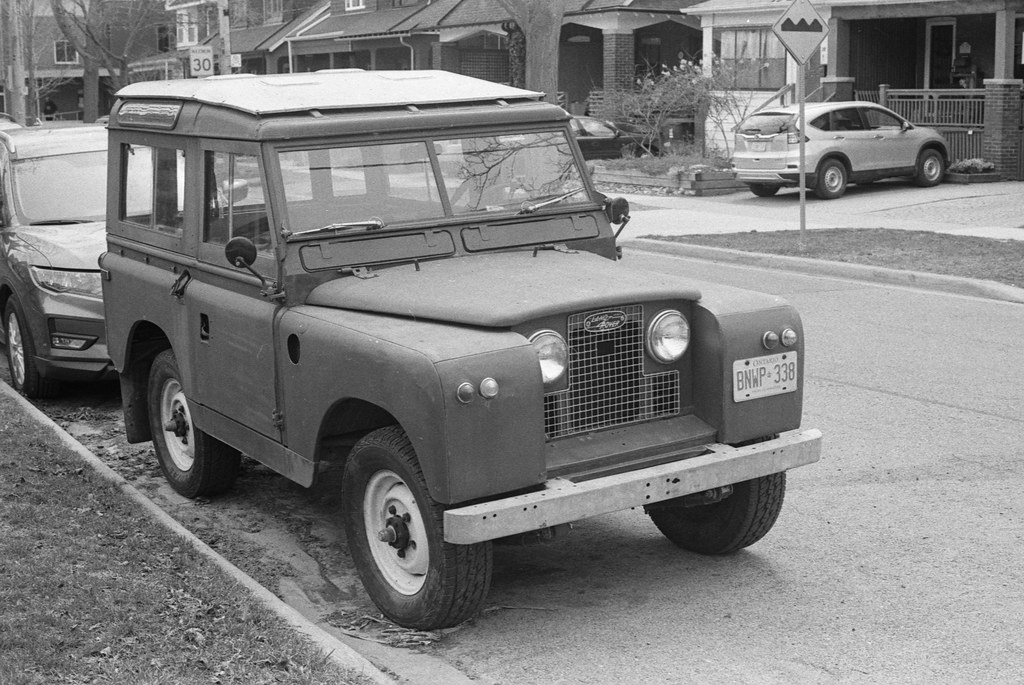 Early Land Rover Front_