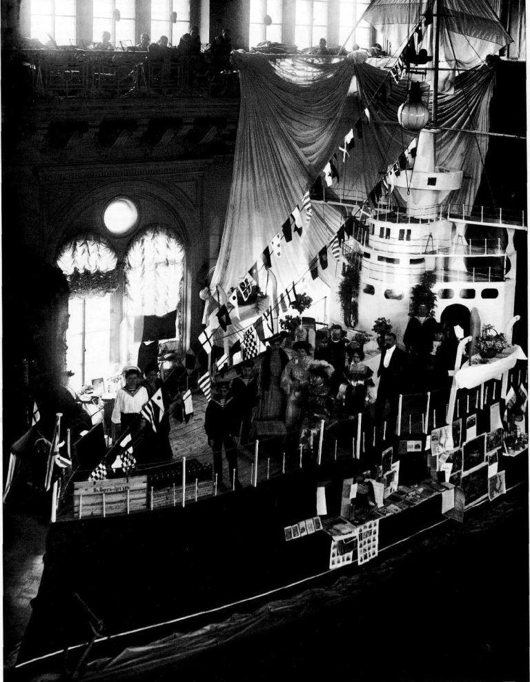 1904. Макет корабля на Вербном благотворительном базаре