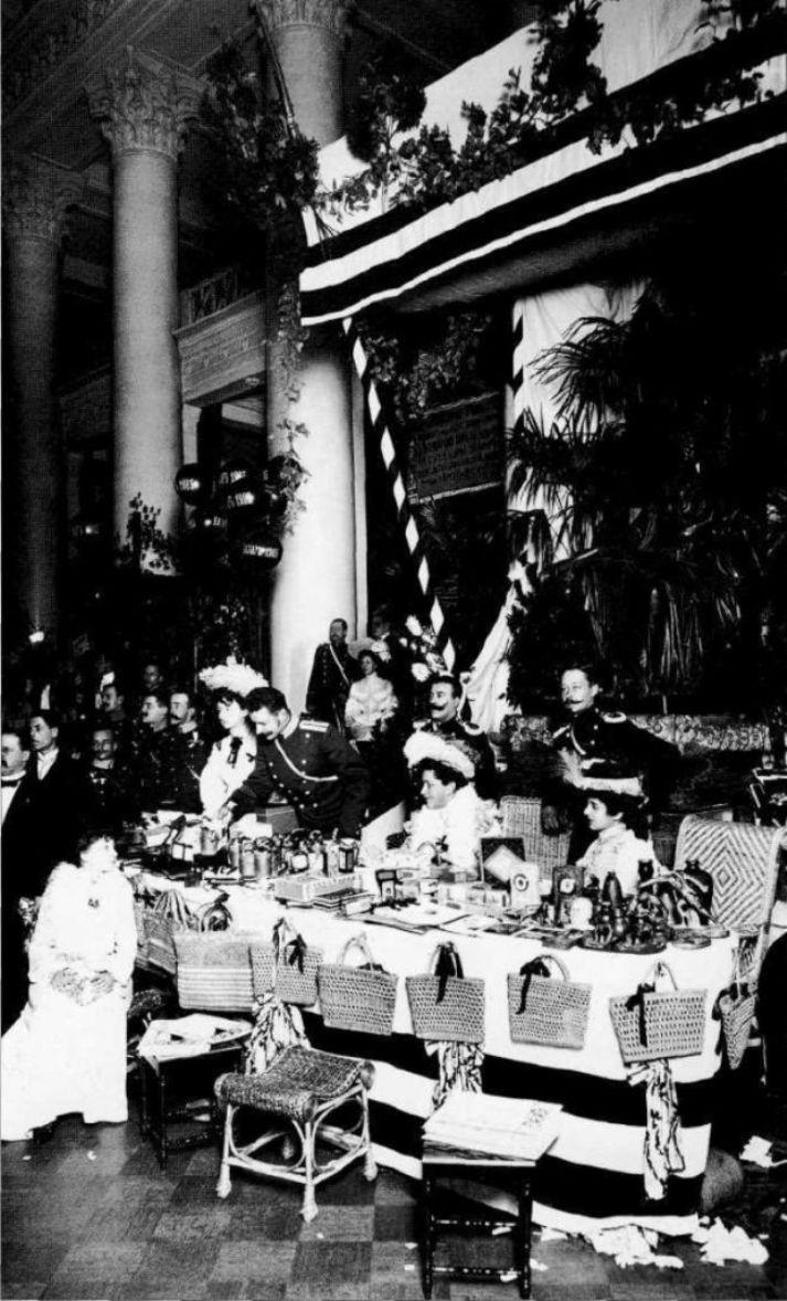 1903. Продажа кустарных крестьянских изделий на благотворительном базаре
