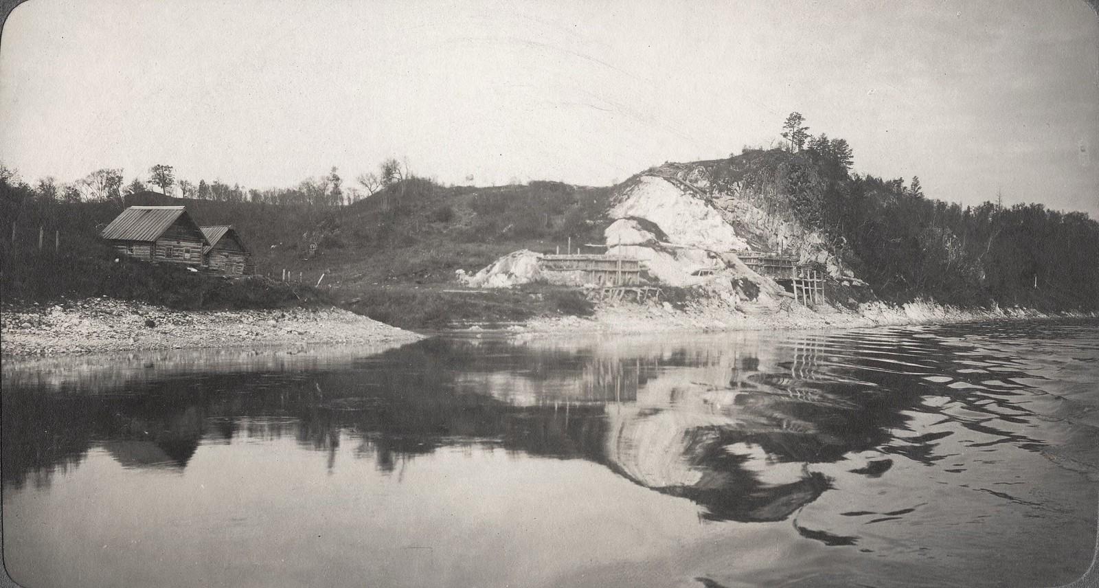 Вид известкового завода на берегу реки Зеи близ Мраморного утеса