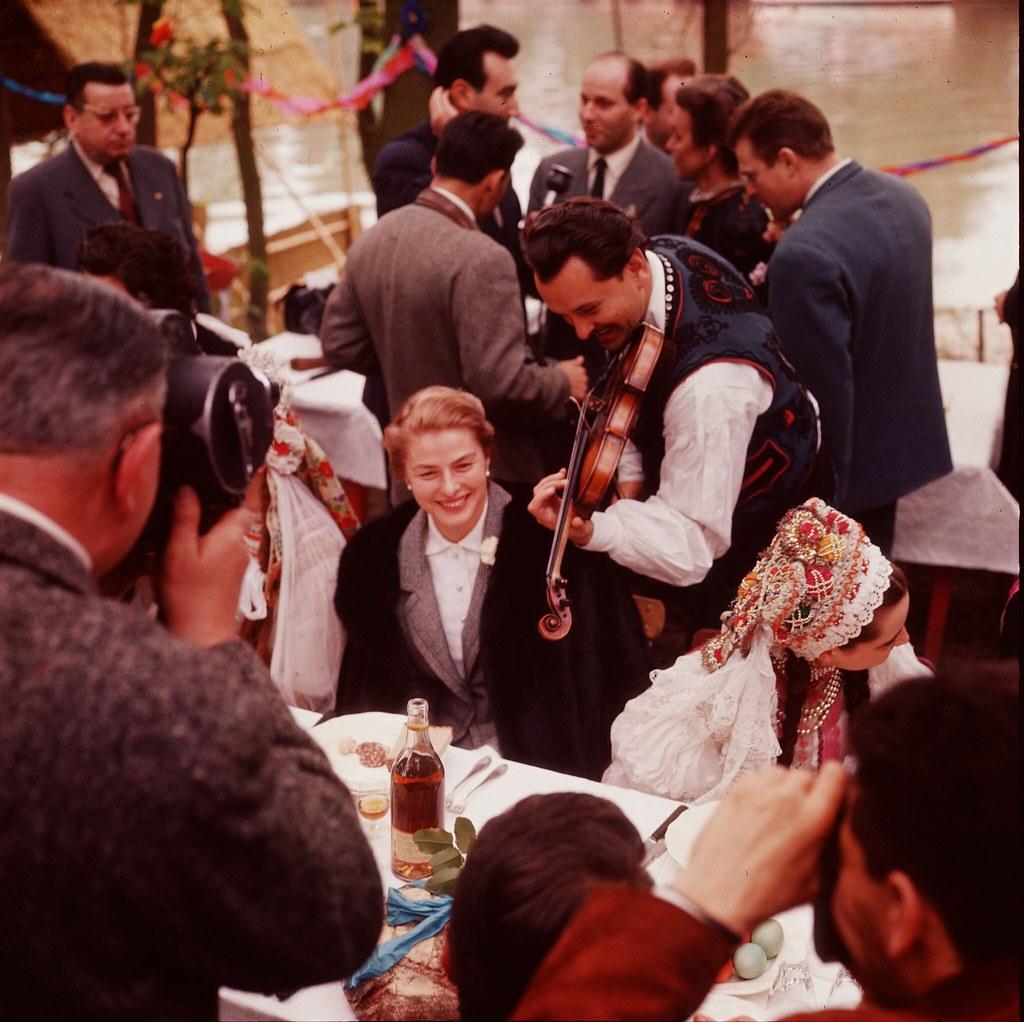 18. Ингрид Бергман - одна из гостей на свадьбе в Будапеште
