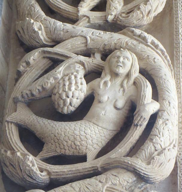 Bestiaire fantastique, portail occidental, 1240, Maître Radovan, cathédrale St Laurent, place Ivana-Pavla II, Trogir, comitat de Split-Dalmatie, Croatie.