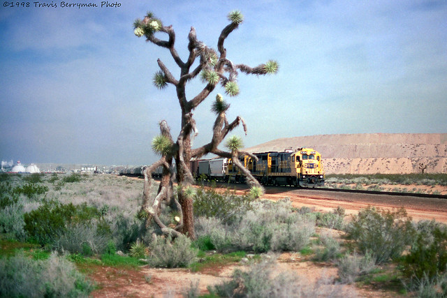 BNSF Boron Local switching on the Borax mine off the Valley sub in California.