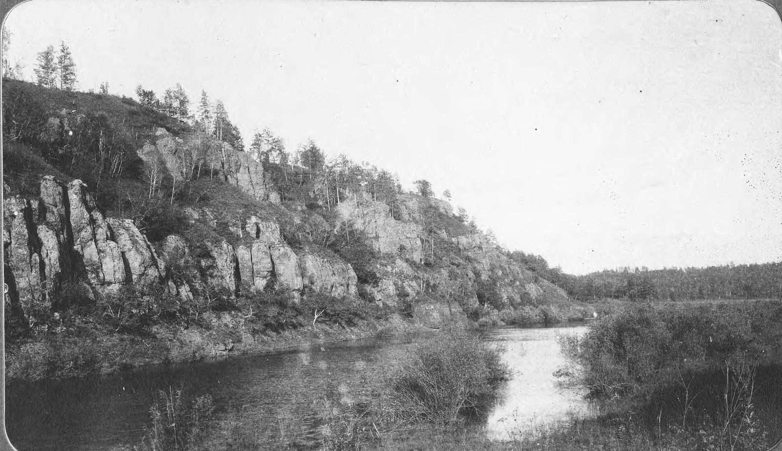 Вид берега реки Тену близ устья