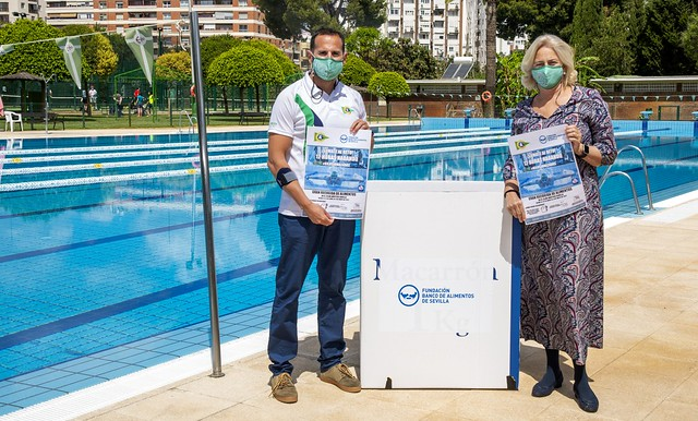 -El vocal de natación y la presidenta del Club Náutico Sevilla, Miguel Ángel Valcárcel y Alicia Caballero