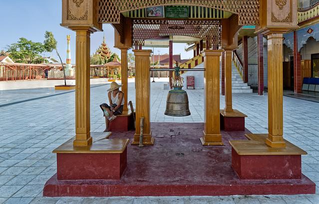 Le sonneur de la pagode Phaung-Daw-Oo
