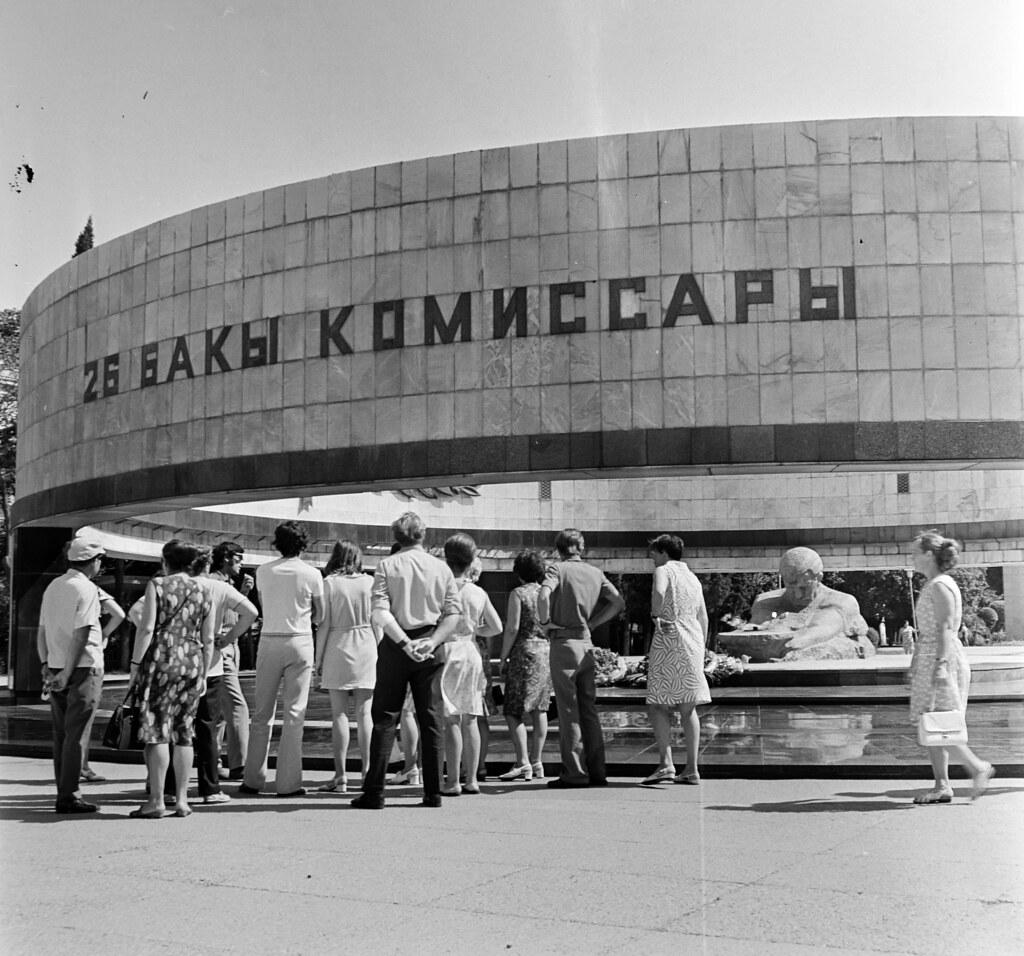 Баку. Памятник 26 комиссарам Баку