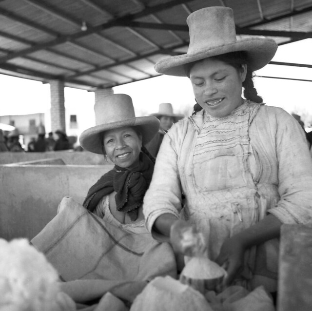 Two smiles from two Cajamarca women  at the market in Cajamarca