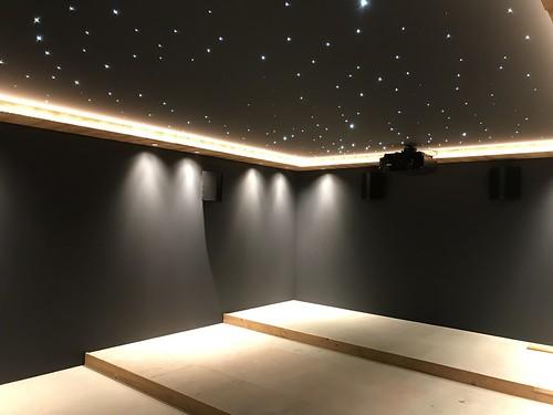 mur tendu , plafond tendu fibre optique cinema