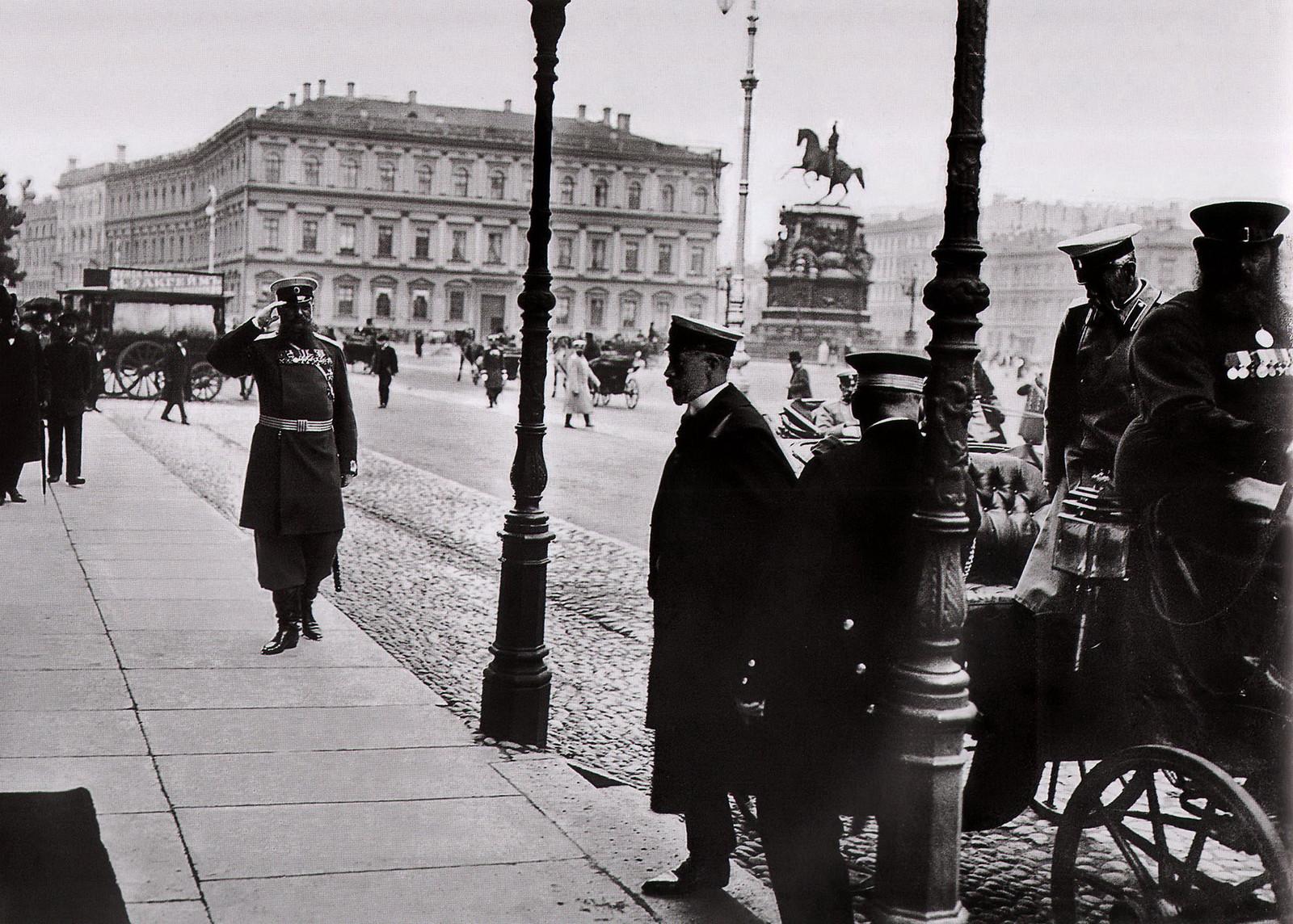 1904. Генрих Прусский у посольства Германии