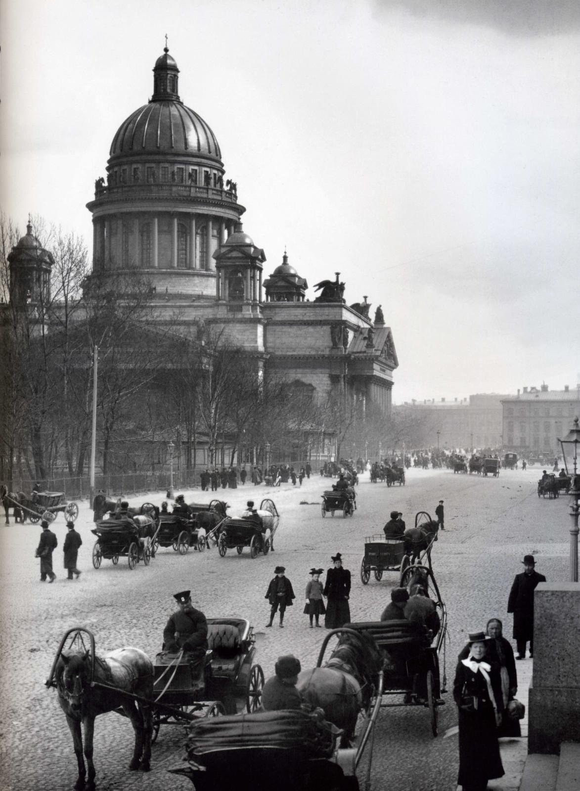 1900. Вид на Исаакиевский собор от здания Сената