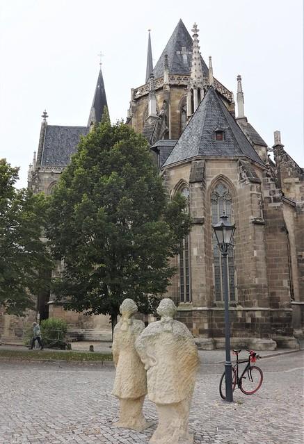 2010 Halberstadt ZWEI HERREN IN BETRACHTUNG DES DOMES von Daniel Priese Domplatz in 38820