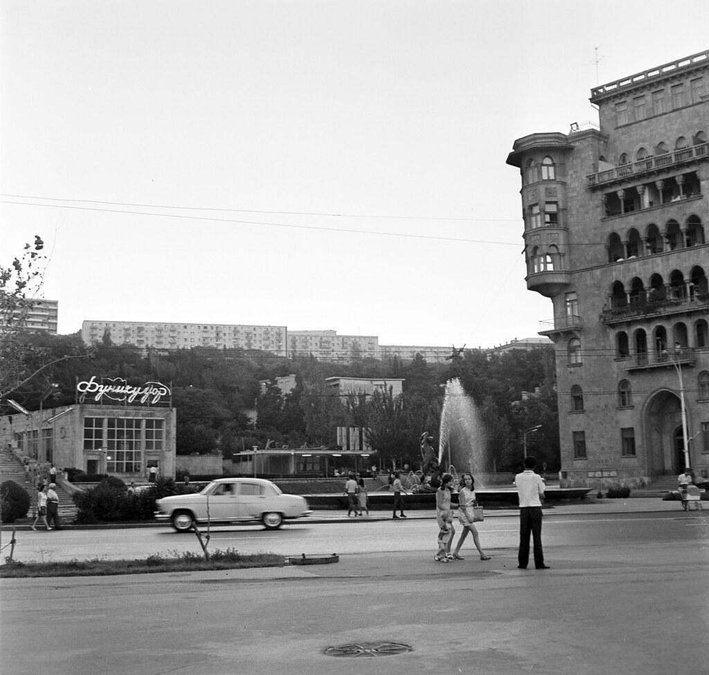 Баку. Площадь Азнефть