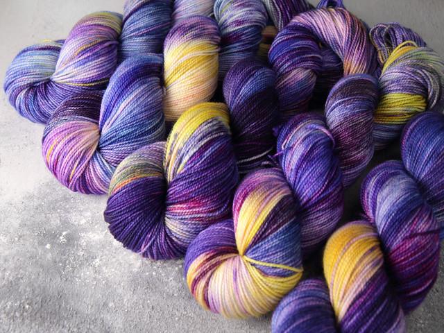 Favourite Sock – pure Merino 4 ply/fingering weight wool superwash hand dyed yarn 100g – Blue Iris