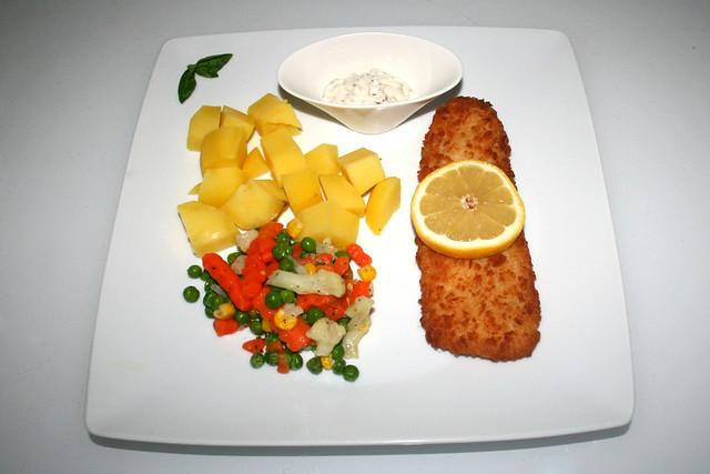 Coalfish filet with buttered vegetables & potatoes - Side view / Seelachsfilet mit Buttergemüse & Kartoffeln - Seitenansicht
