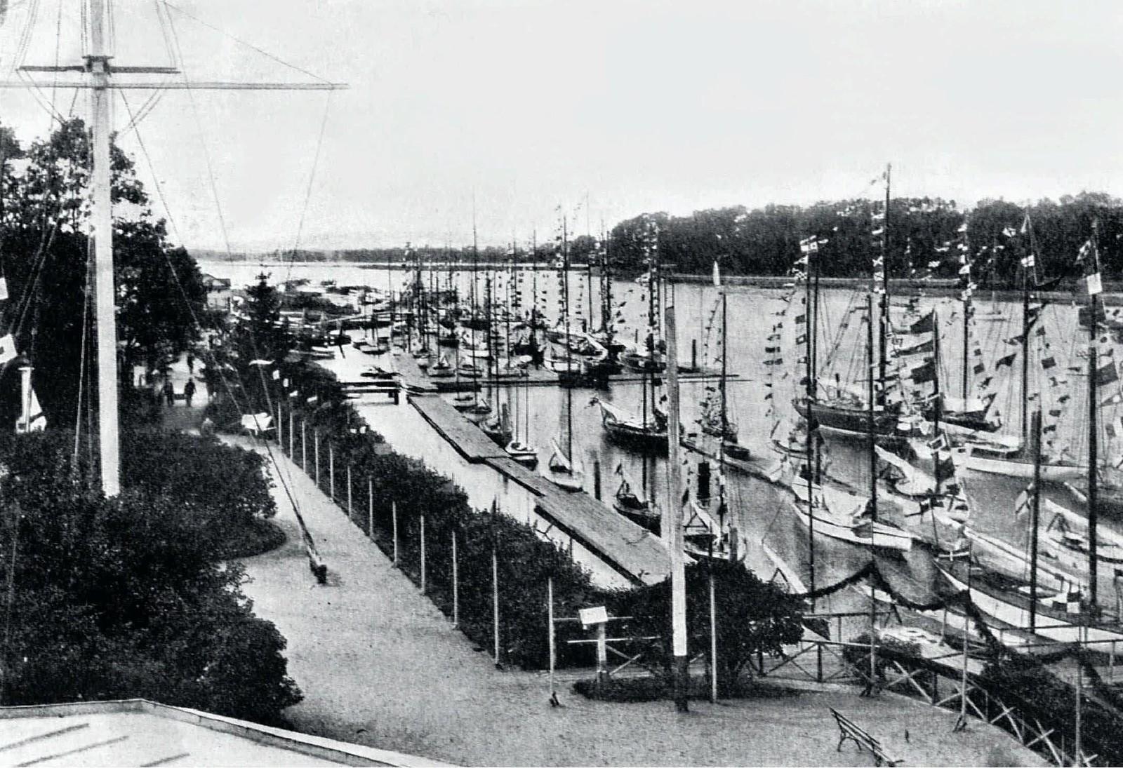 1910. Празднование 50-летия Императорского яхт-клуба. 20 июля