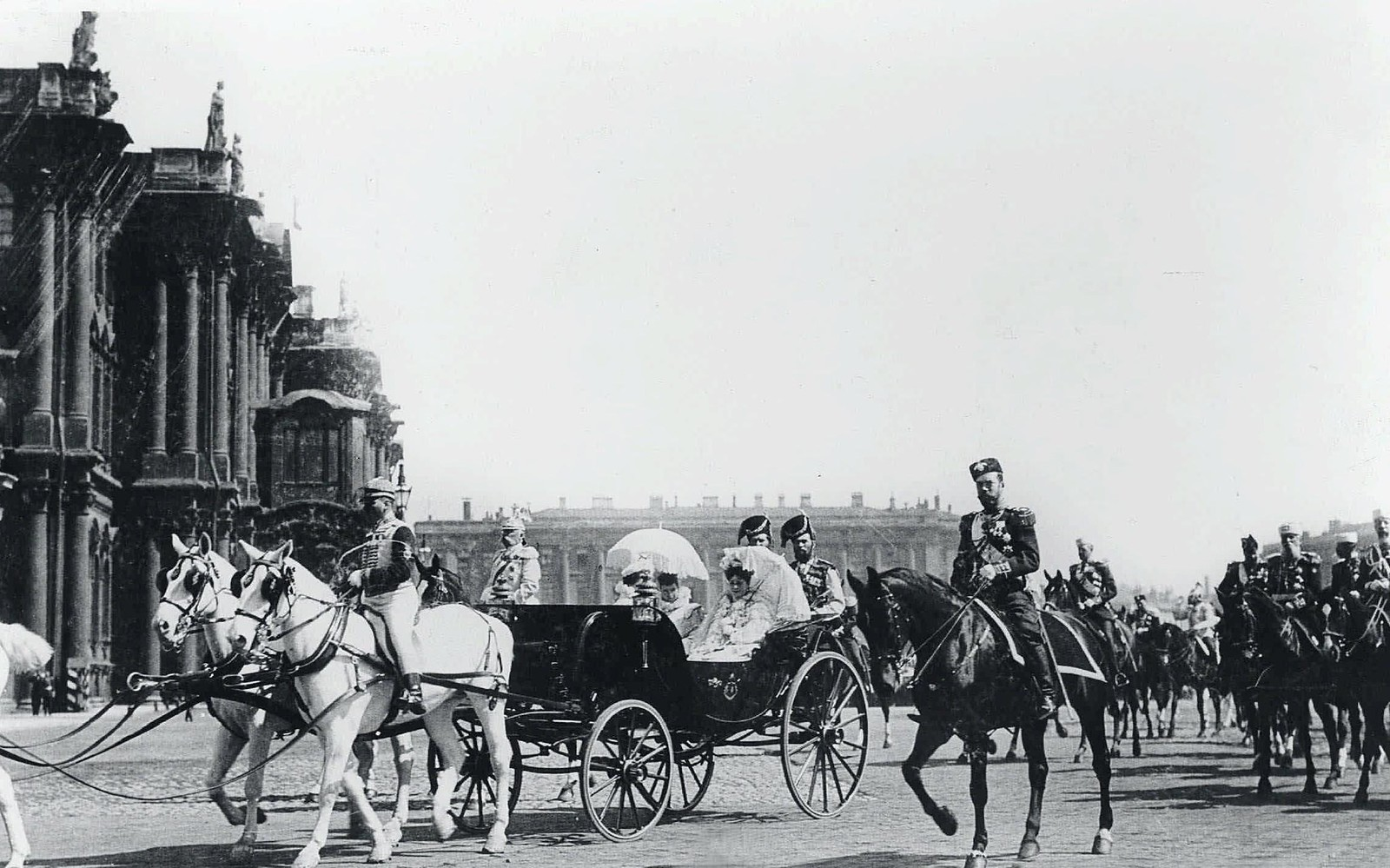 1901. Николай II, императрица Мария Федоровна и Александра Федоровна. Майский парад