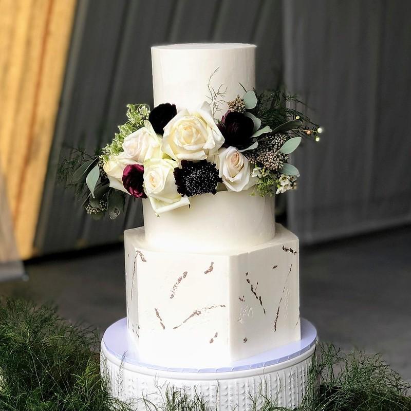 Cake by Lana's Cakes