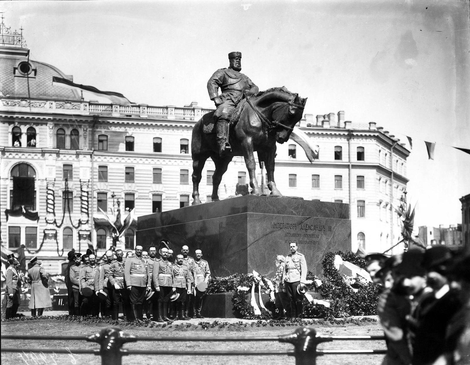 1909 Депутация лейб-гвардии Преображенского полка на открытии памятника Александру III