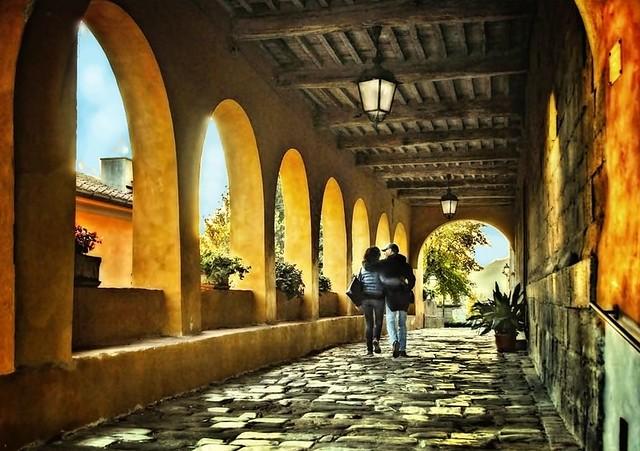 Passeggiando per le antiche vie del borgo ( on Explore)